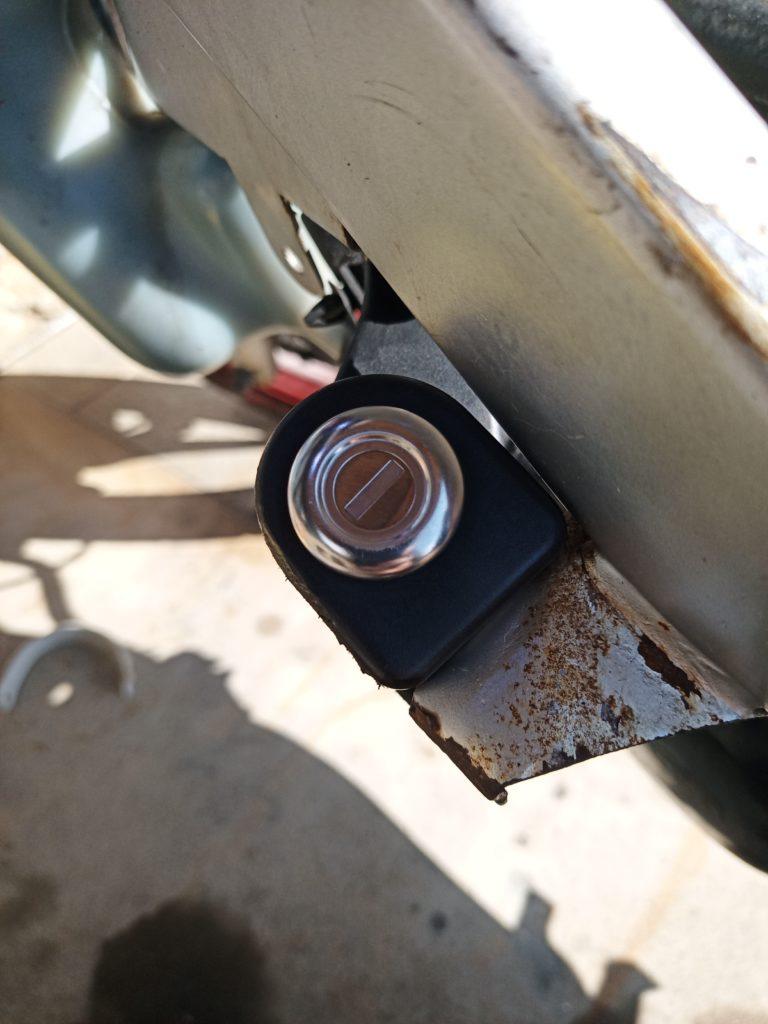 NS-1 メットインのキーシリンダー新品に交換(DIO用使用)